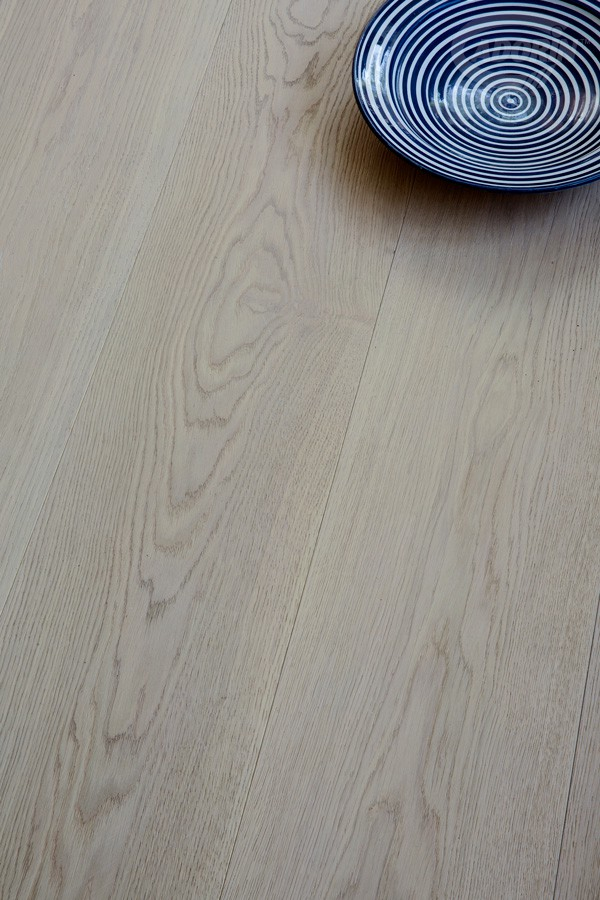 European Select Oak – Bleached Ash - Brushed