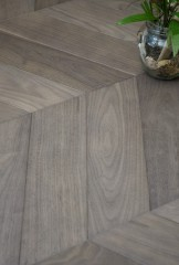 Carbon American Walnut - Chevron 60° - brushed